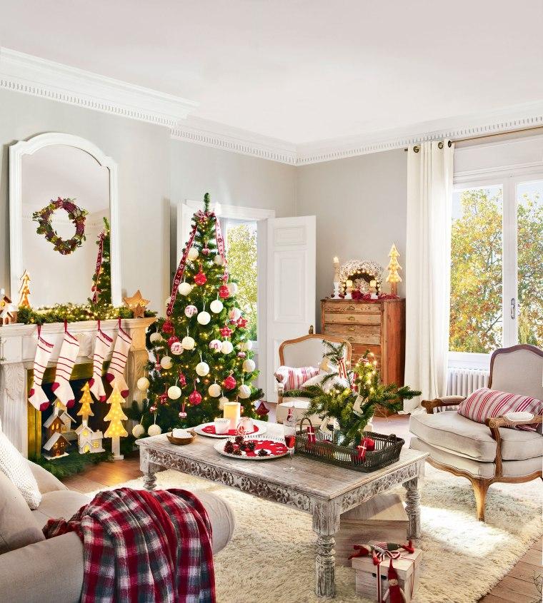 Un clásico árbol de Navidad en Rojo