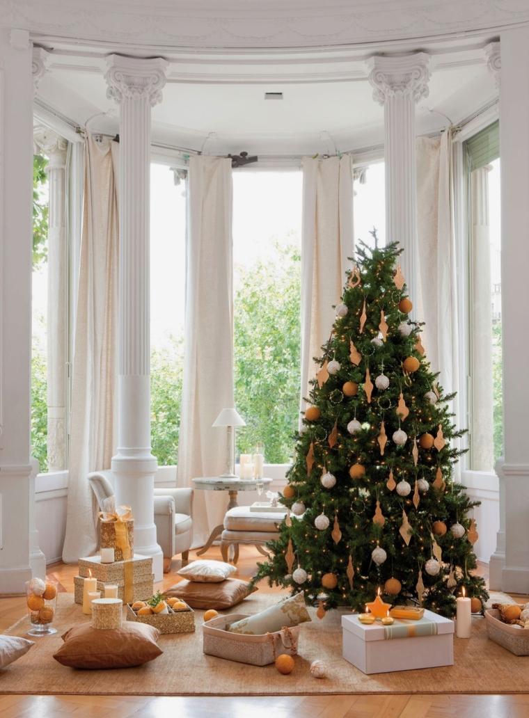 Árbol de navidad en tonos dorados y ocres
