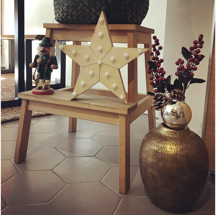 Reutiliza tu Escalera de Ikea en Navidad