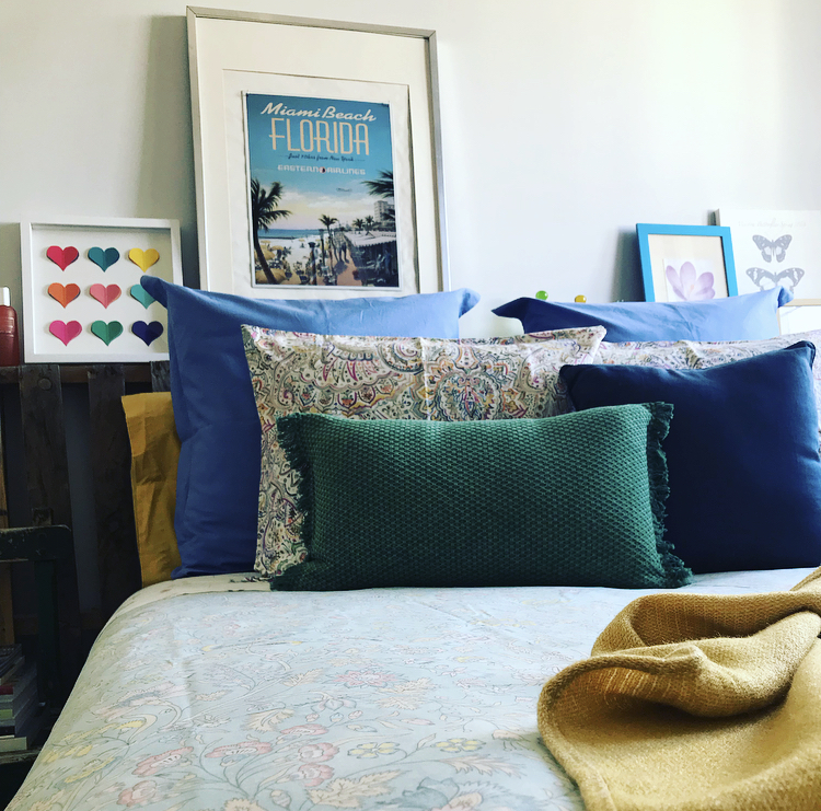 Un dormitorio colorido