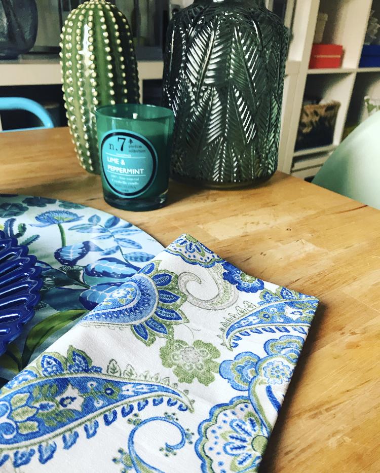 Las tonalidades azules en tu mesa